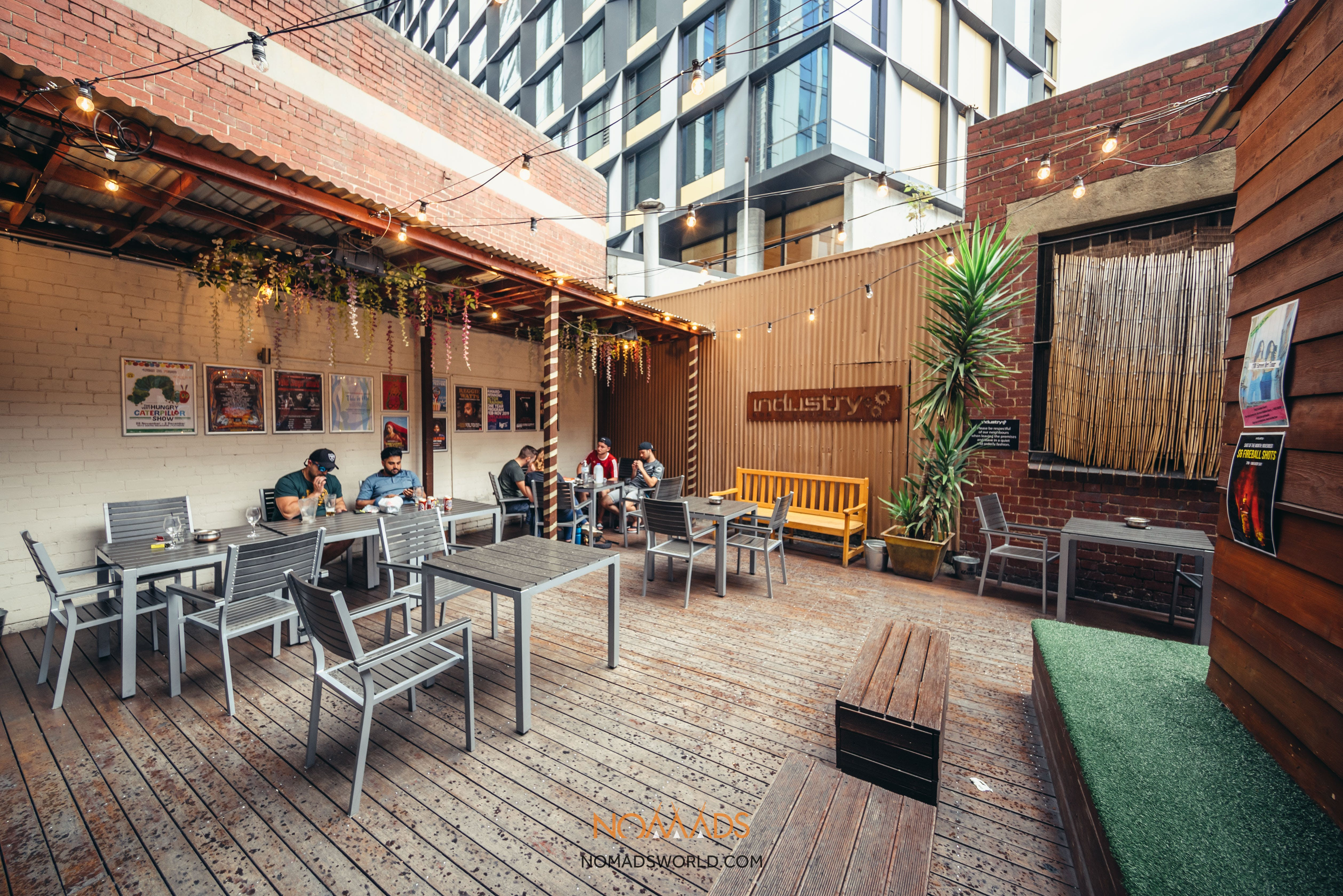 party hostels in melbourne