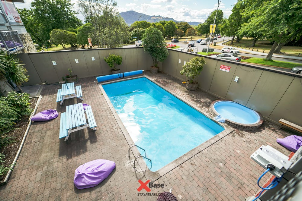 pool and spa at base backpackers rotorua