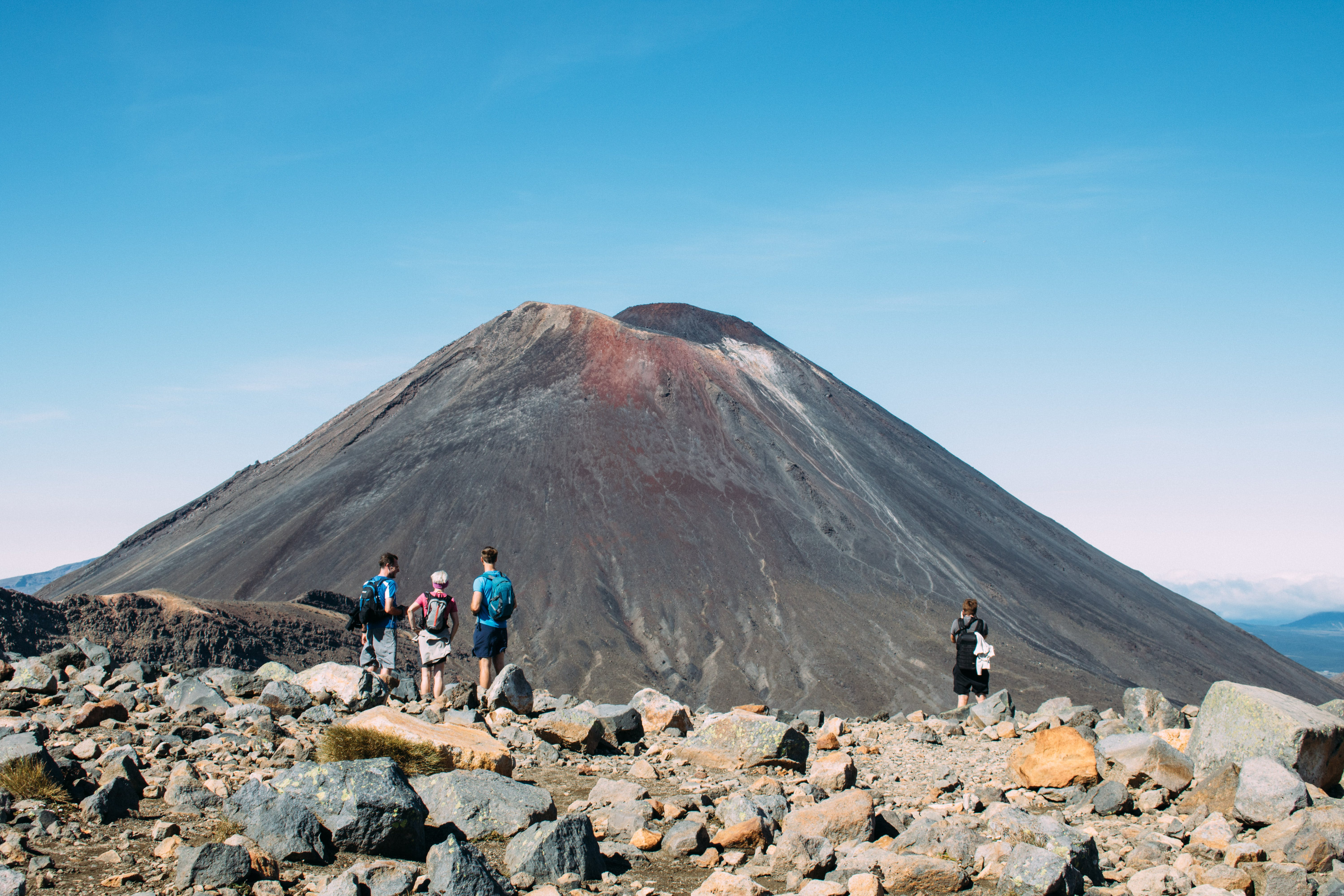 tongariro crossing - must do taupo activities