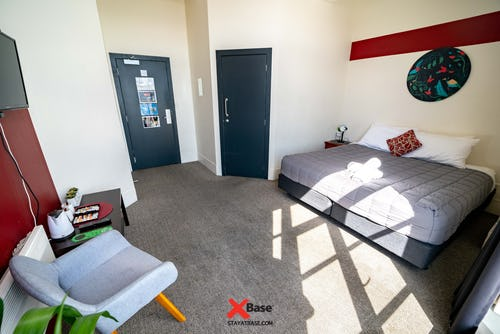 private room with ensuite bathroom at base backpackers wellington