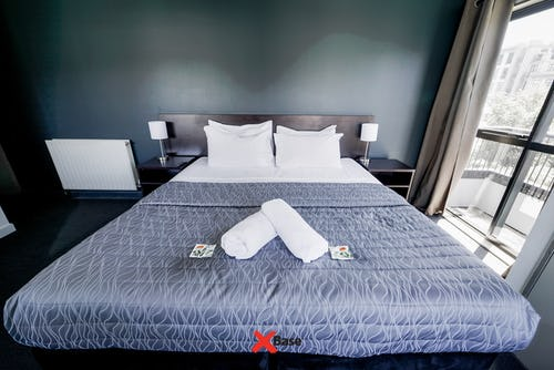 private double with ensuite bathroom at base backpackers queenstown