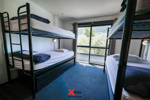 4 bed ensuite dorm at base queenstown backpackers