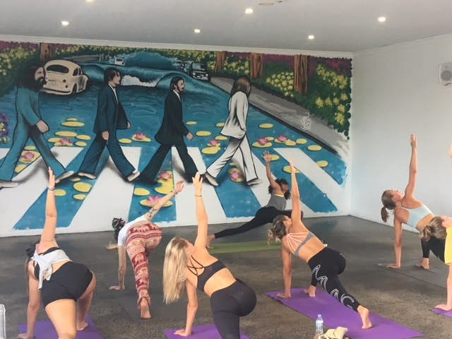 yoga at nomads byron bay backpackers