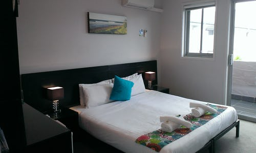 ensuite private room with balcony at nomads byron bay