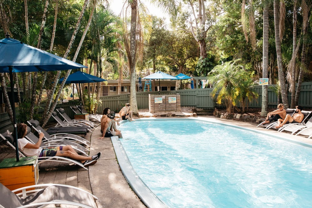 pool at nomads noosa backpackers