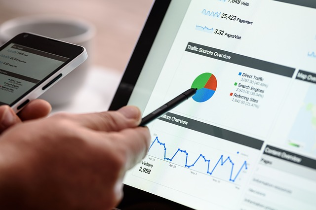 what is an investment banking analyst