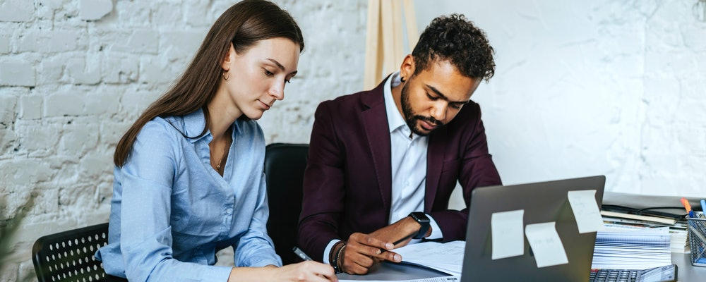 How to Write a Paralegal Analyst Cover Letter