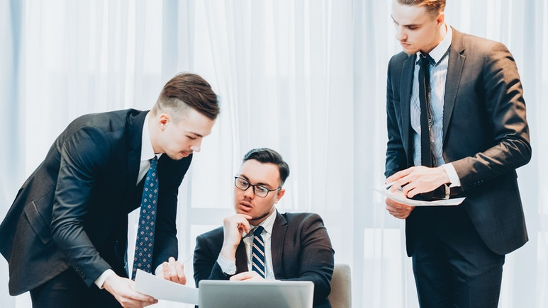 What Is the Difference Between a COO and a CEO?