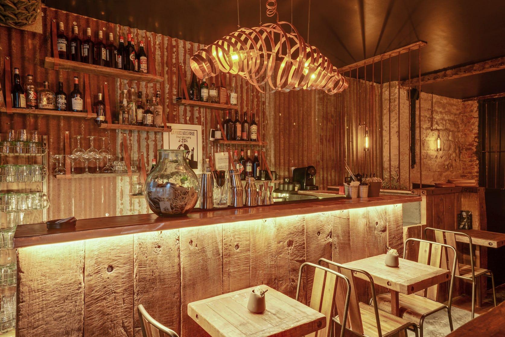 rénovation restaurant avec bar en taule