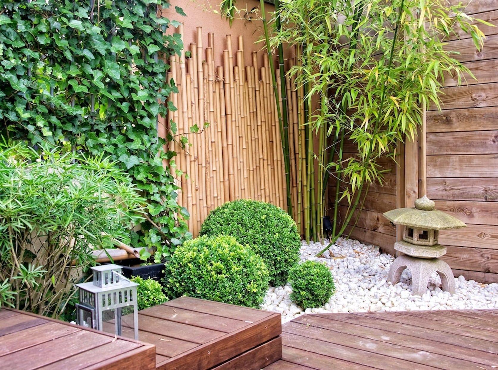 Jardin zen avec bambou