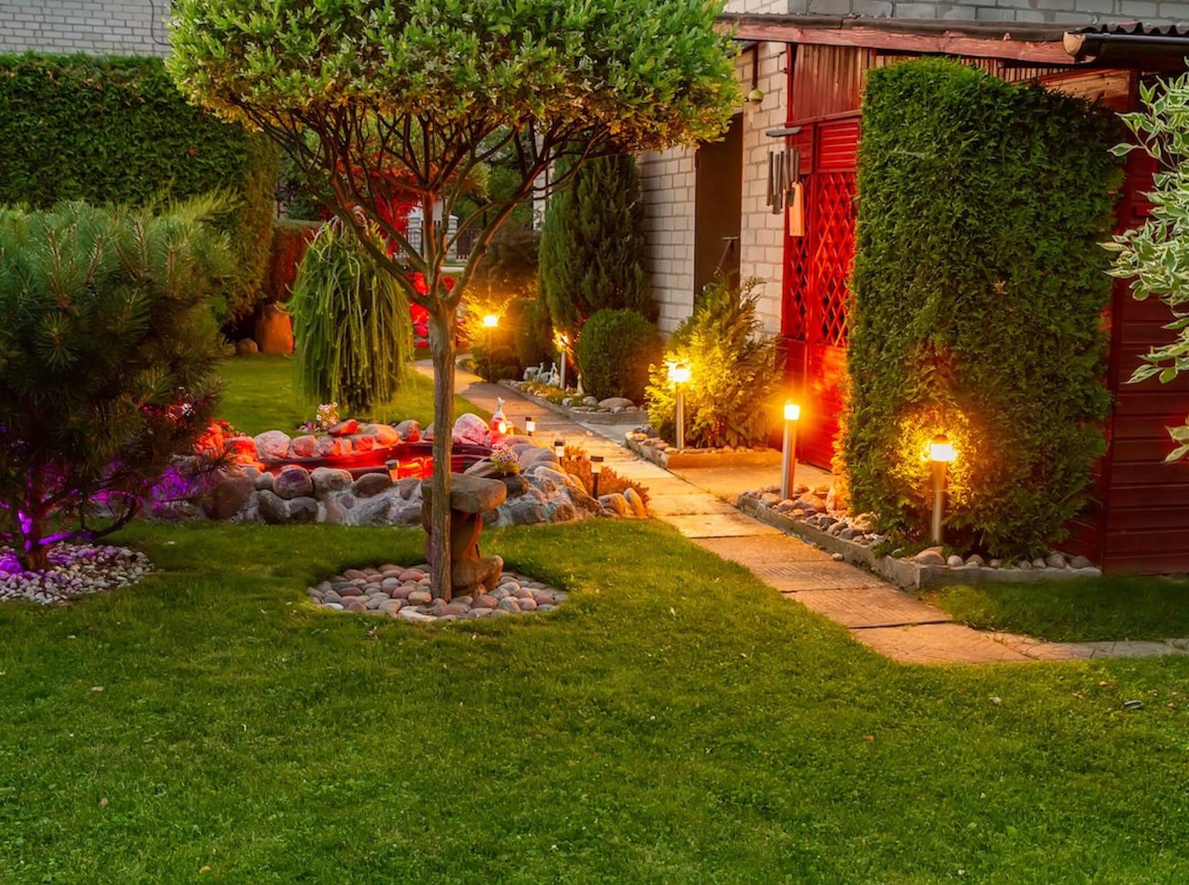 allee de jardin avec lumière