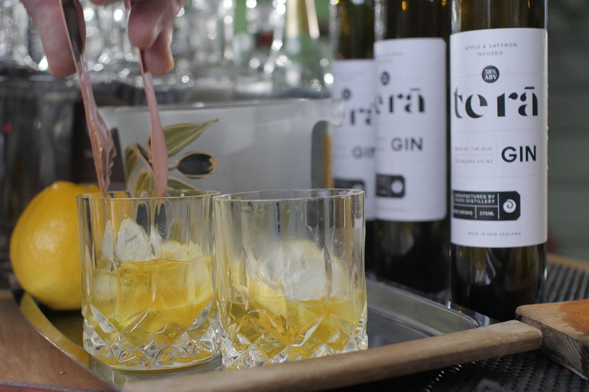 Te Rā Gin, glasses and ice.