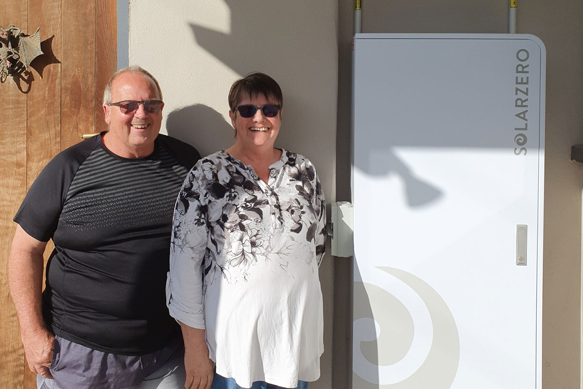 Christine and her husband Christopher, proud solarZero customers