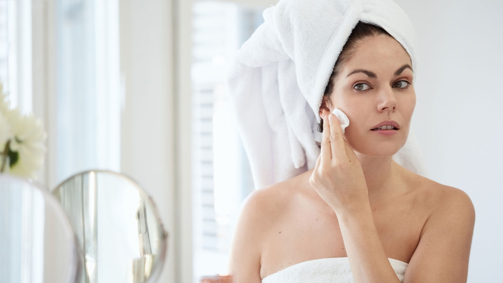 A Beginner's Guide to Retinoids, as Explained By Dermatologists