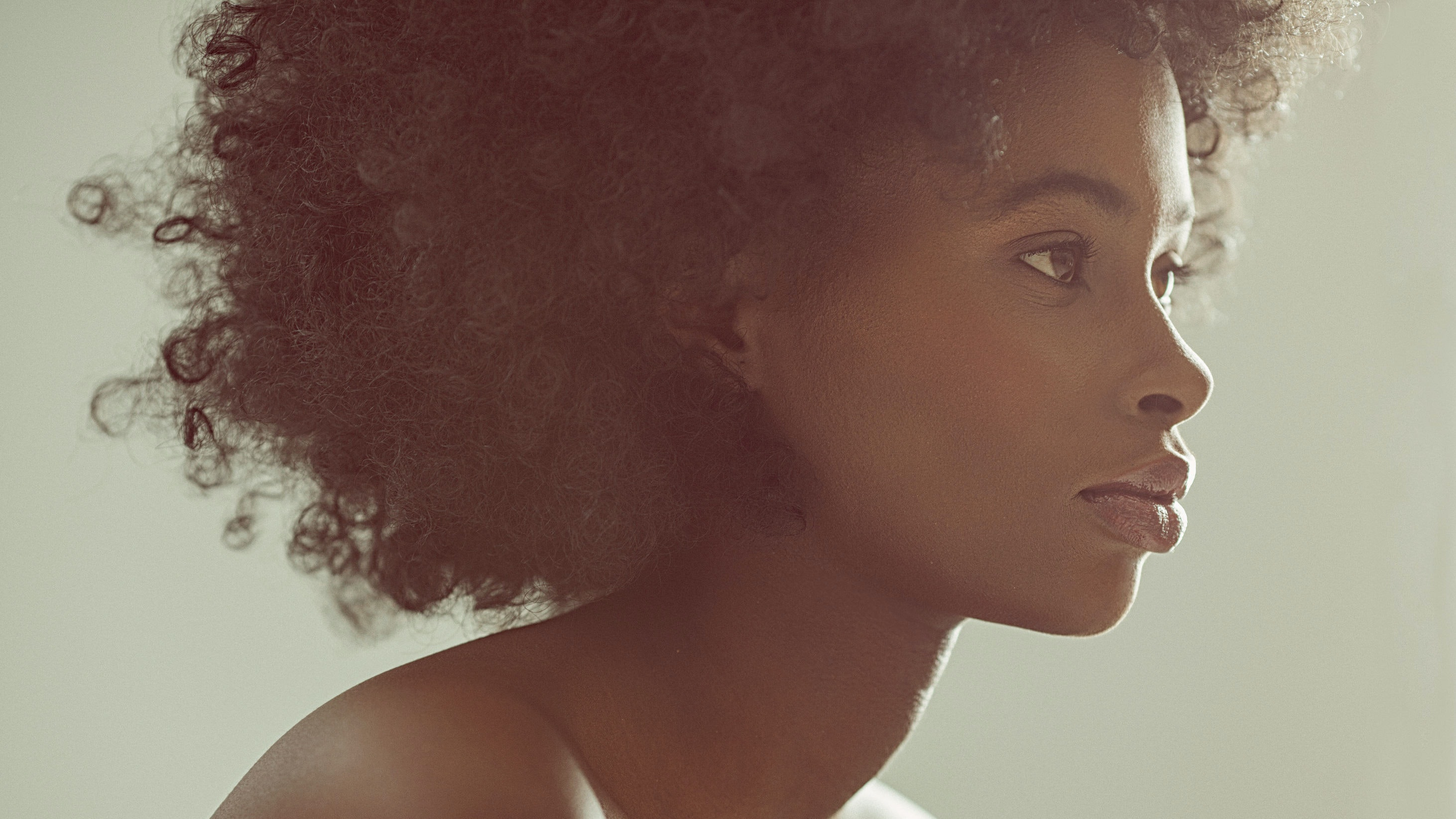 8 Essential Tips For Handling Curls and Natural Textures as You Age