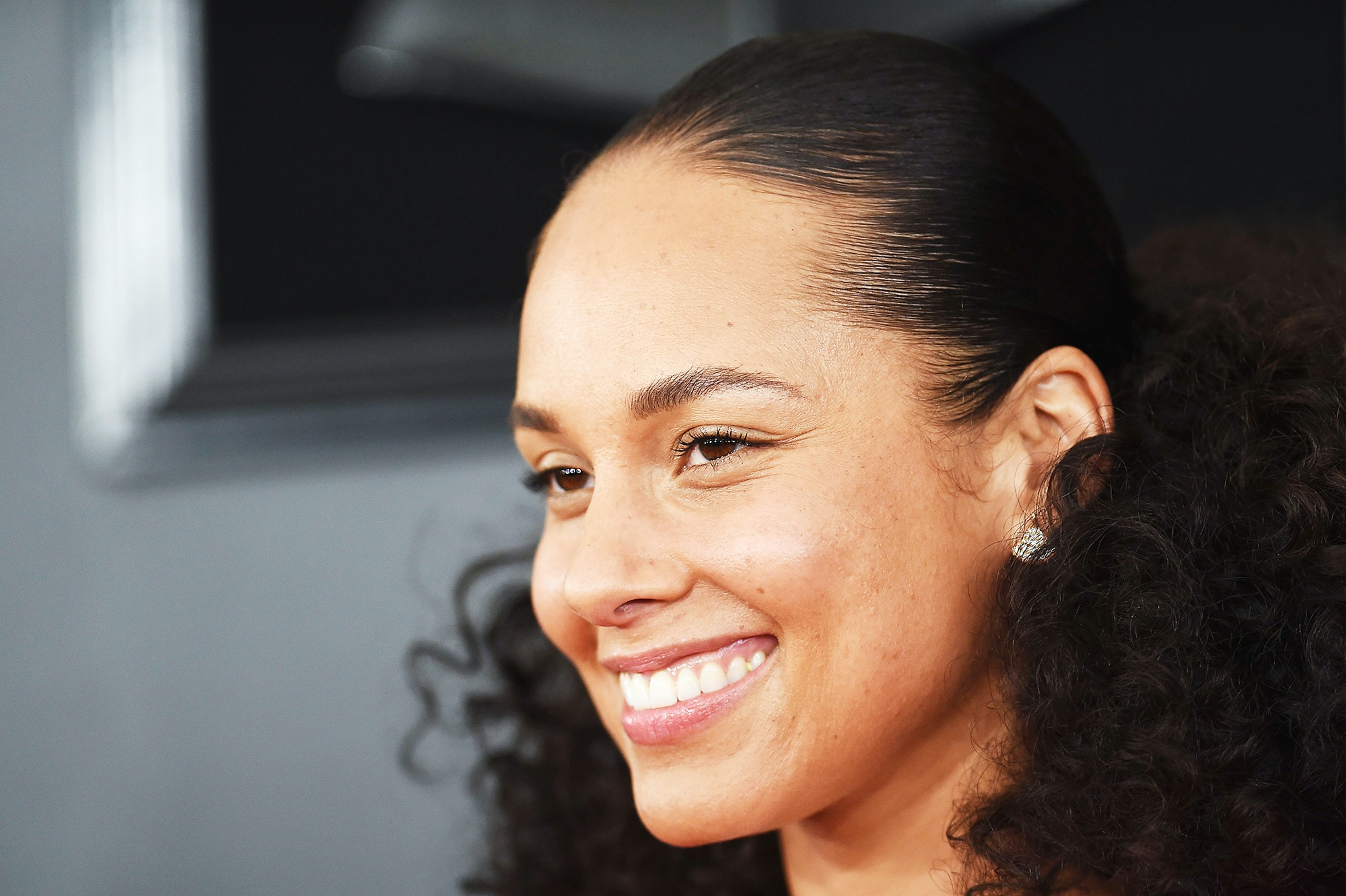 Confirmed: Alicia Keys Wore This Beloved Natural Drugstore Brand to the GRAMMYs