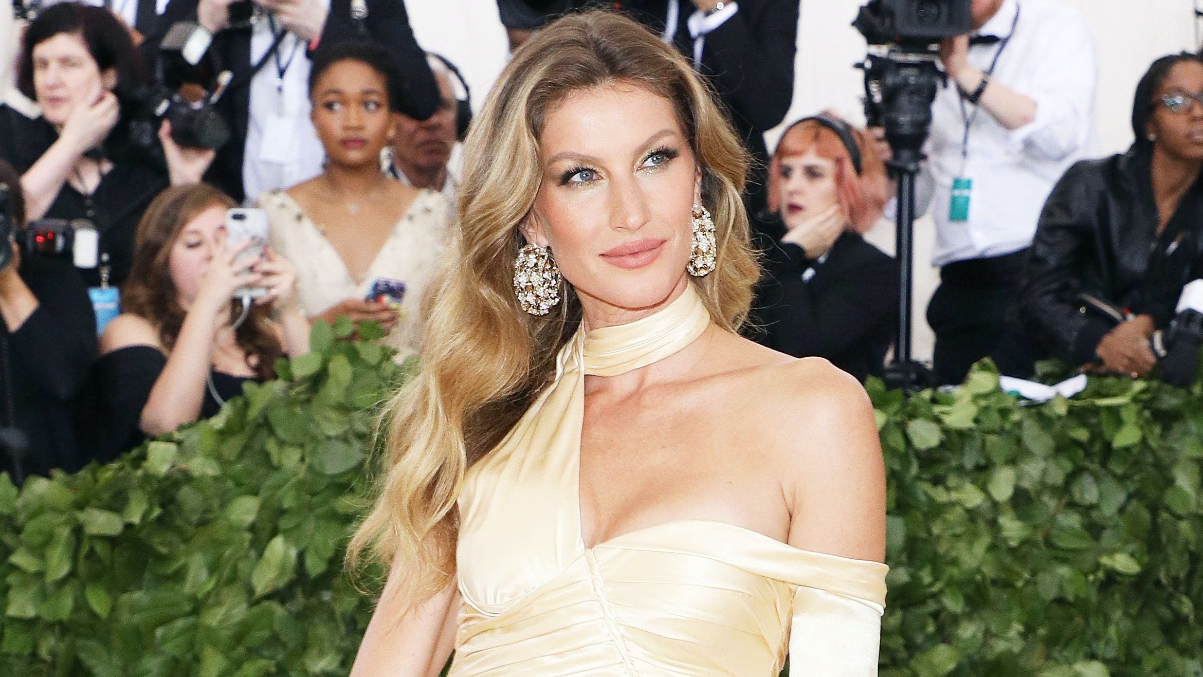 Glow Like Gisele Bündchen With These Expert-Approved Beauty Tips
