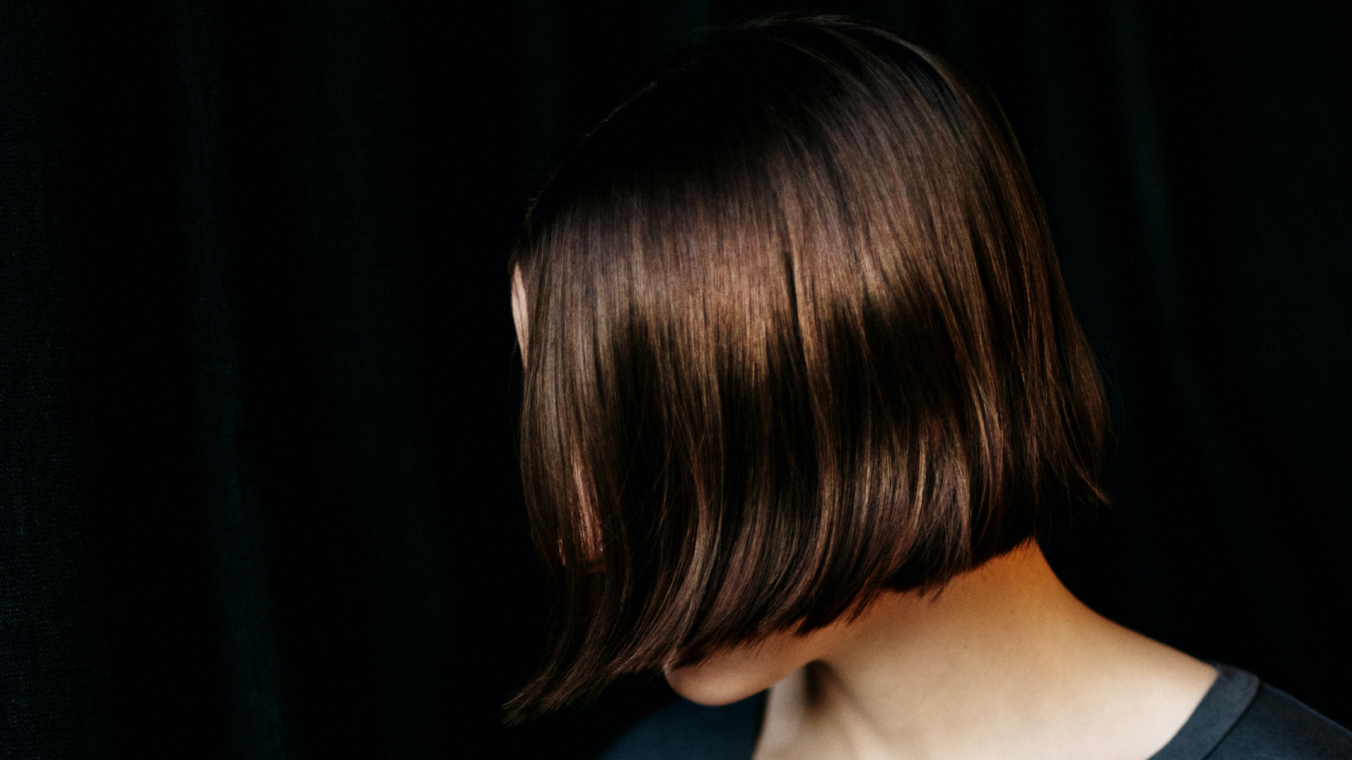 """Celebrity Stylists Spill Their Secrets For Getting the """"Glass Hair"""" Look"""