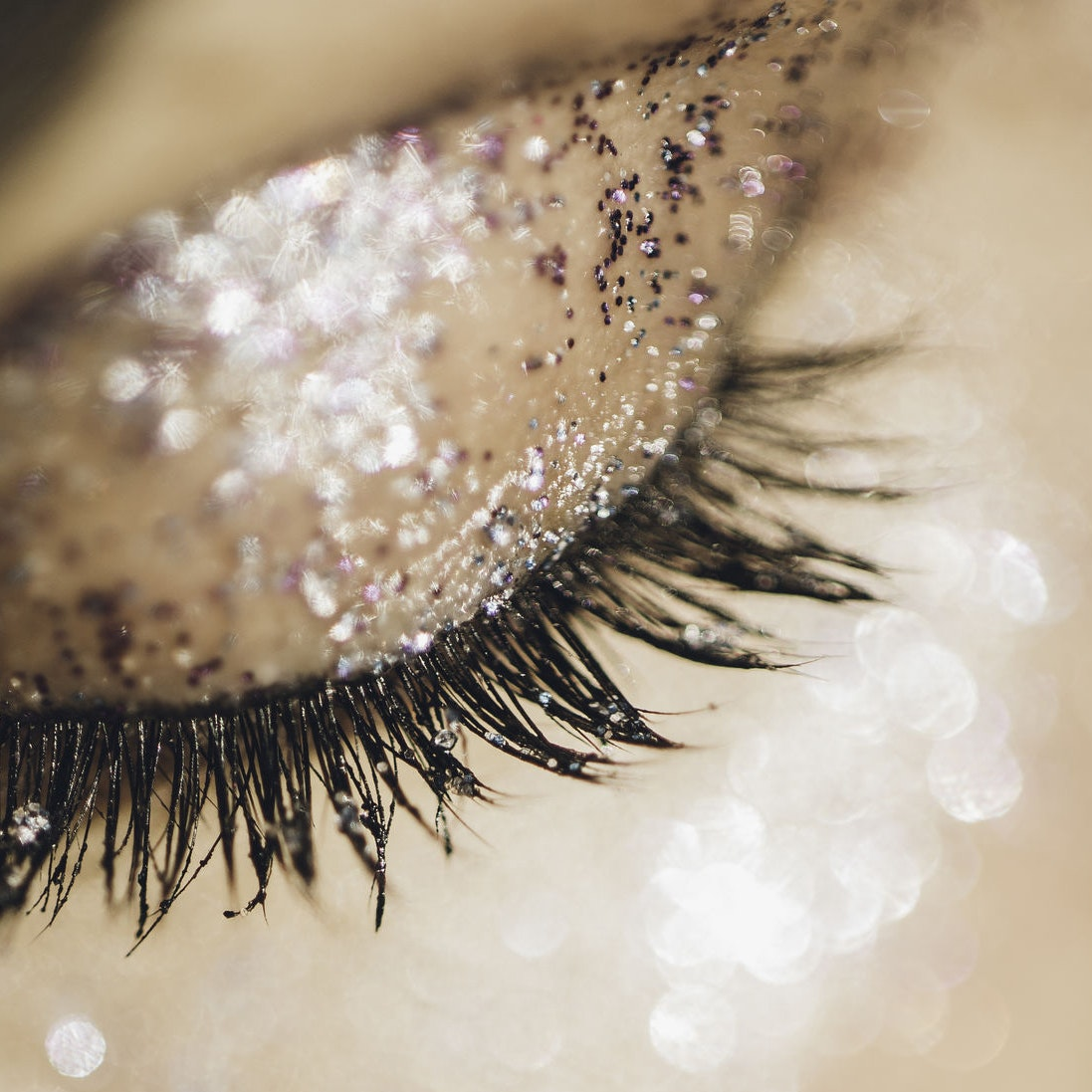 The 7 Ultimate Gifts to Give the Lash Lover In Your Life