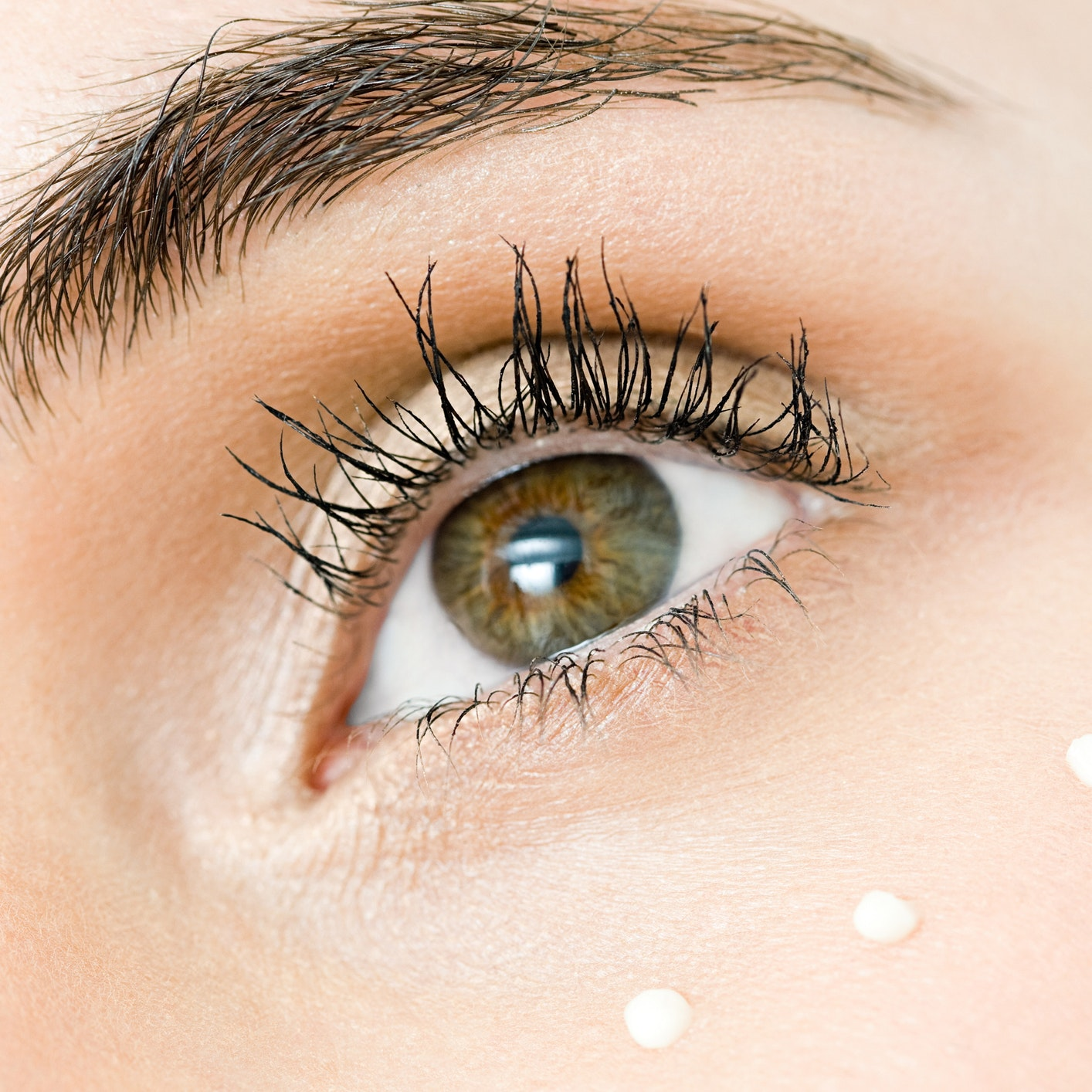 The Definitive Guide to Buying and Applying Eye Cream