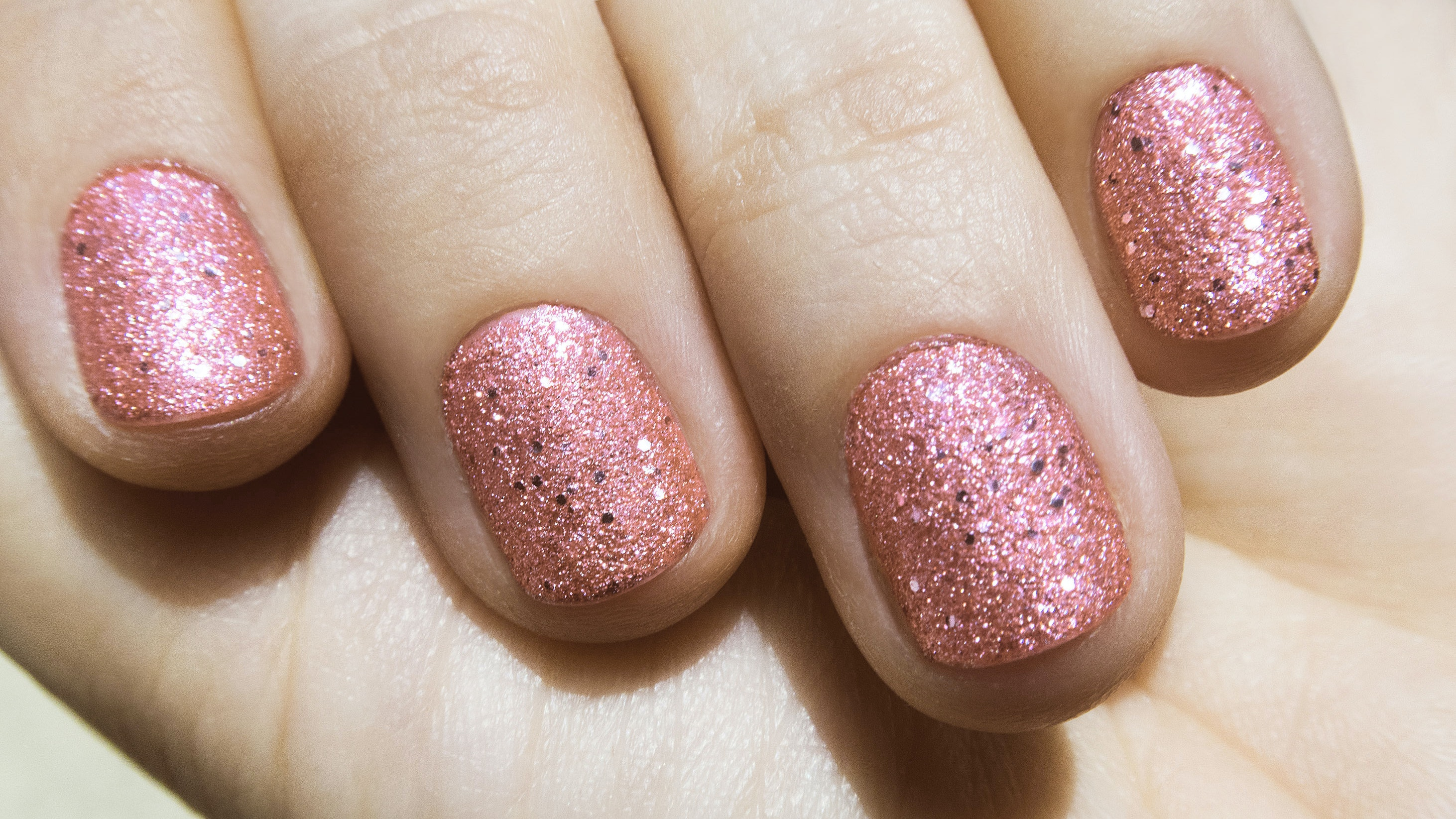 Spotlyte 7: Sophisticated Shimmery Products For Adults Who Love Glitter