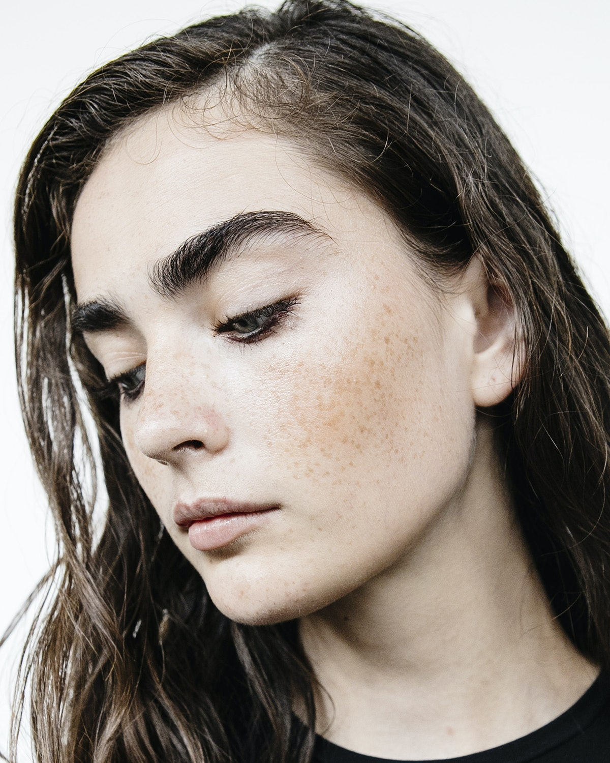 Why Eyebrow-Building Fibers Are The Key To Youthful-Looking Brows
