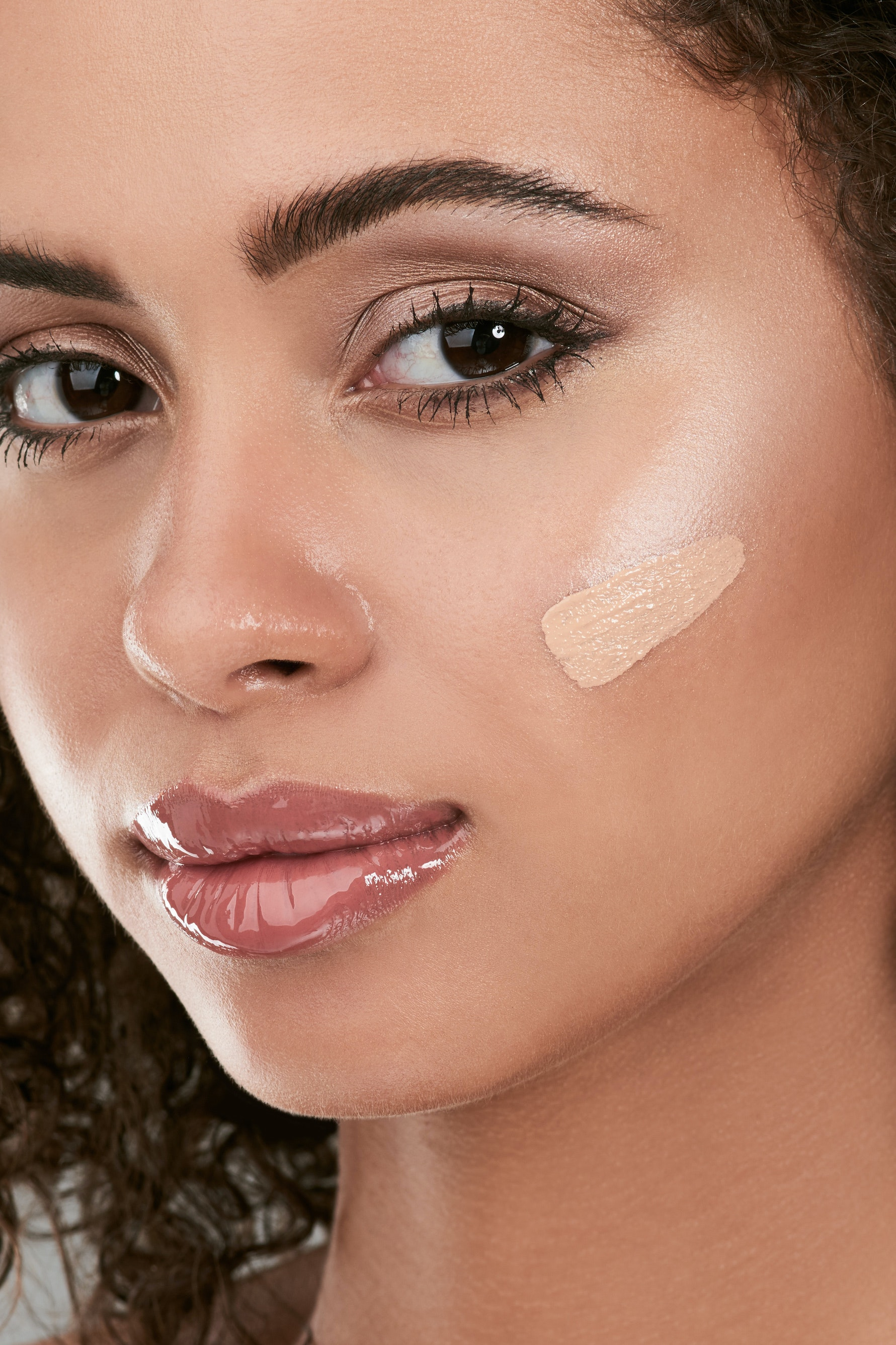 Celebrity Makeup Artists Share Their Tips For a Flawless Concealer Application
