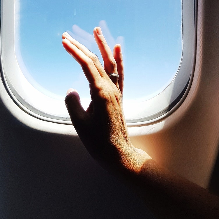 7 Expert-Approved, In-Flight Skincare Tips to Know Before Takeoff