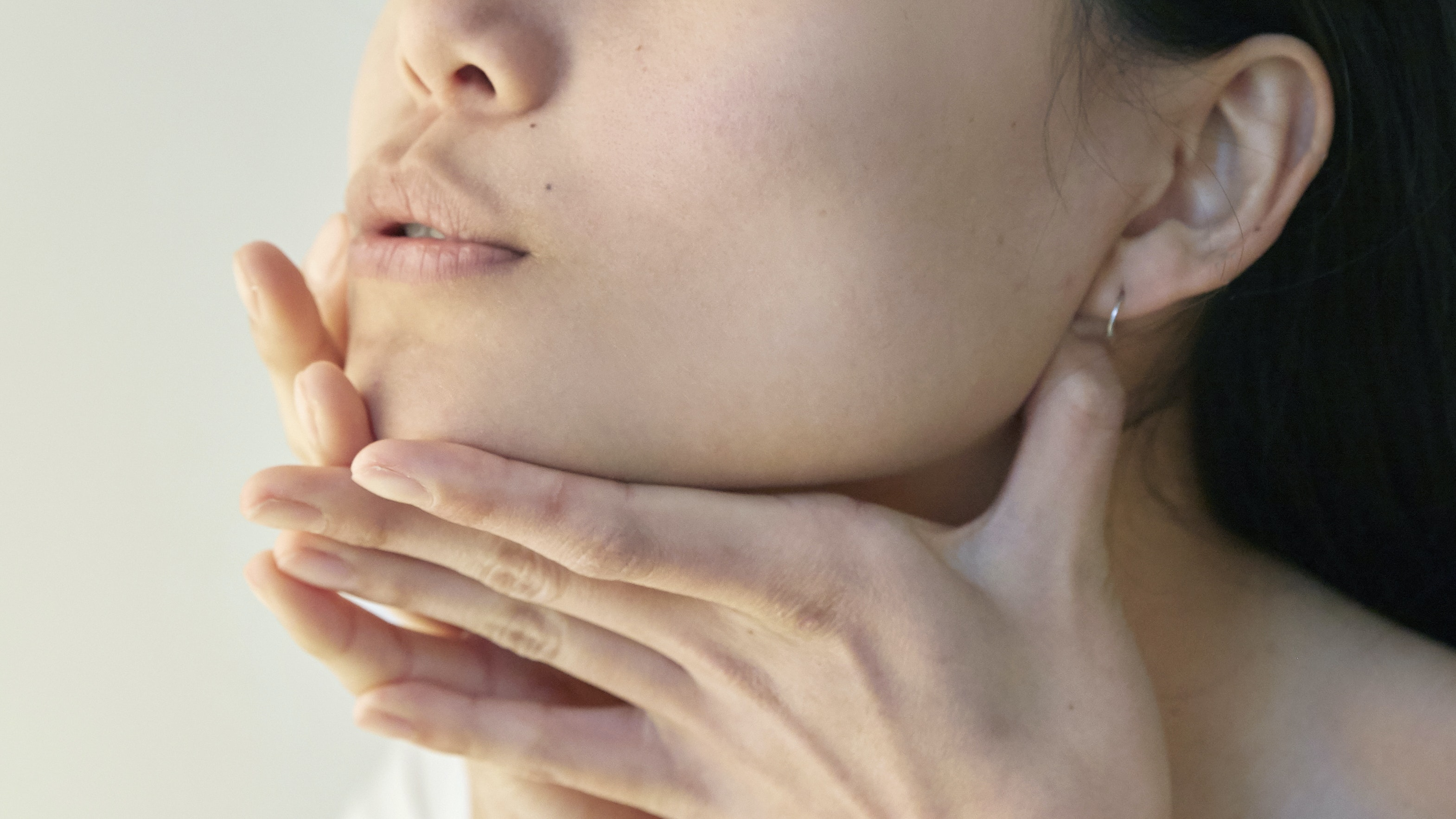 Is Your Jawline Looking More Saggy Than Sculpted? These 5 Treatments Could Help