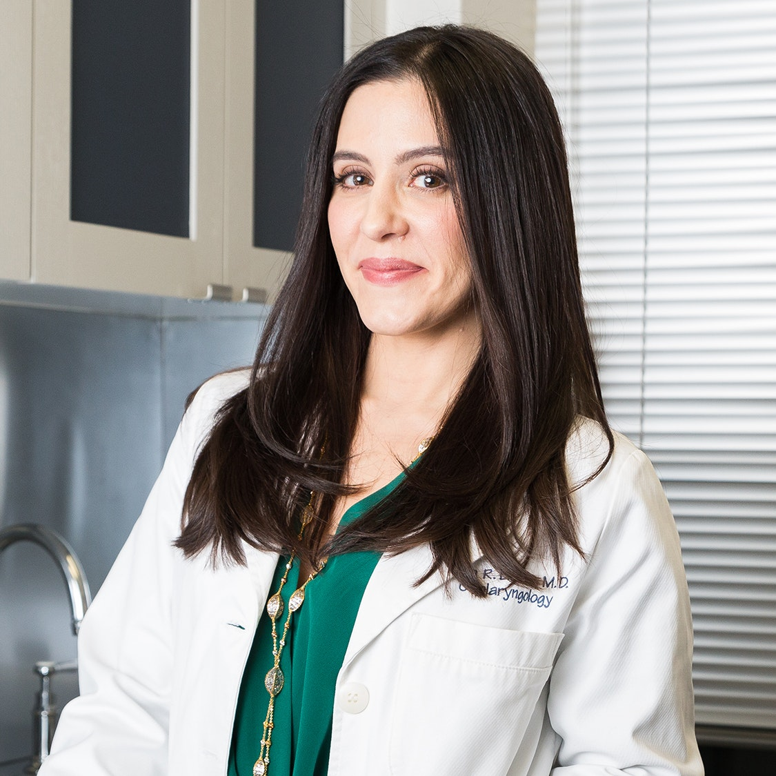 """Plastic Surgeon Dr. Dara Liotta on """"Tweak-ments,"""" Millennial Patients, and Why the Operating Room Is Her """"Zen Place"""""""