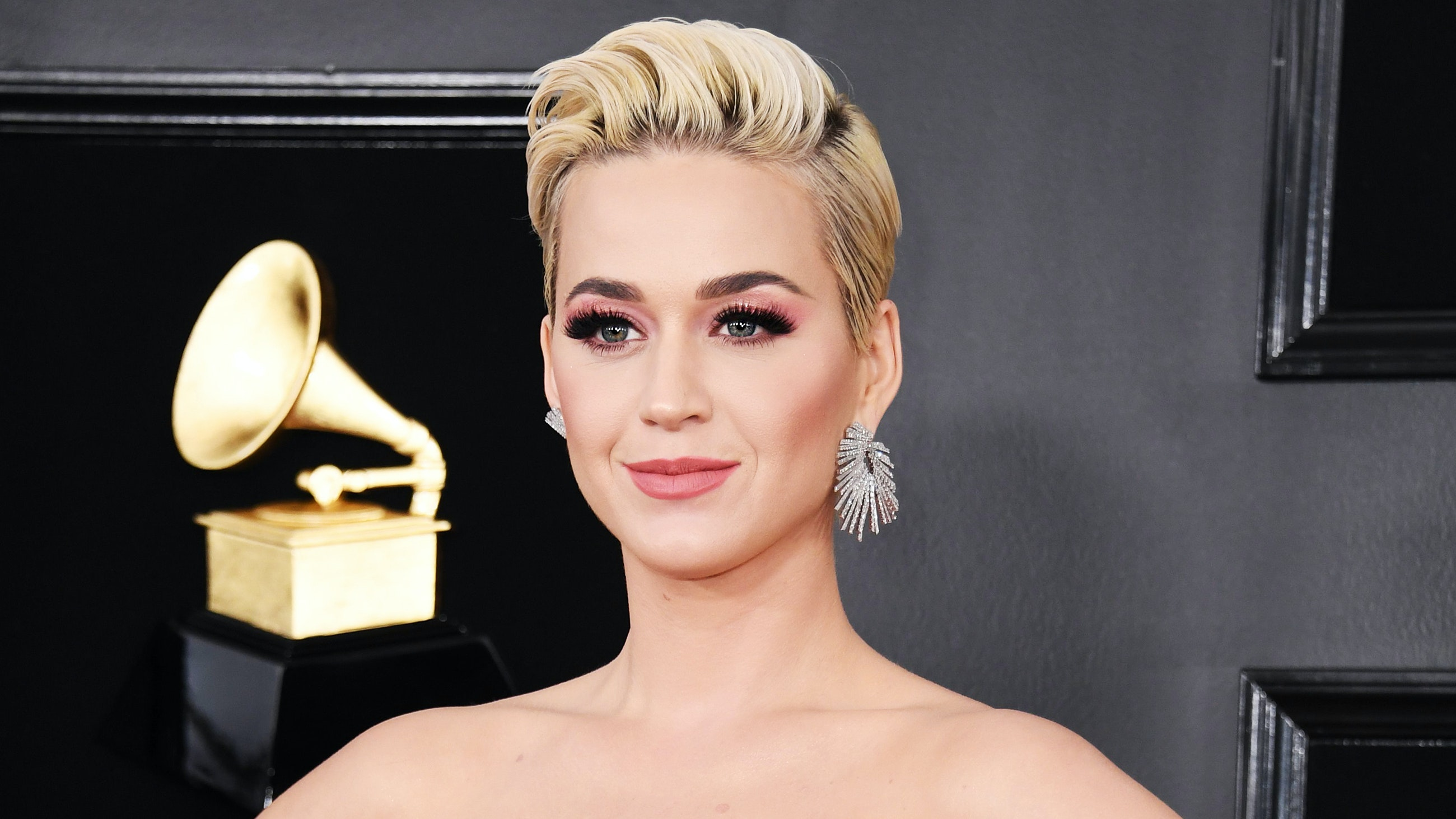 f20960623d6 Exclusive: Katy Perry's Esthetician Shares the Secret Massage Technique  Behind Her GRAMMYs Glow