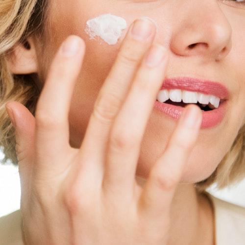 "Is It Too Late To Start Using Retinol In Your 40s? 1 Veteran Beauty Editor Reveals Her ""Retinol Guilt"""