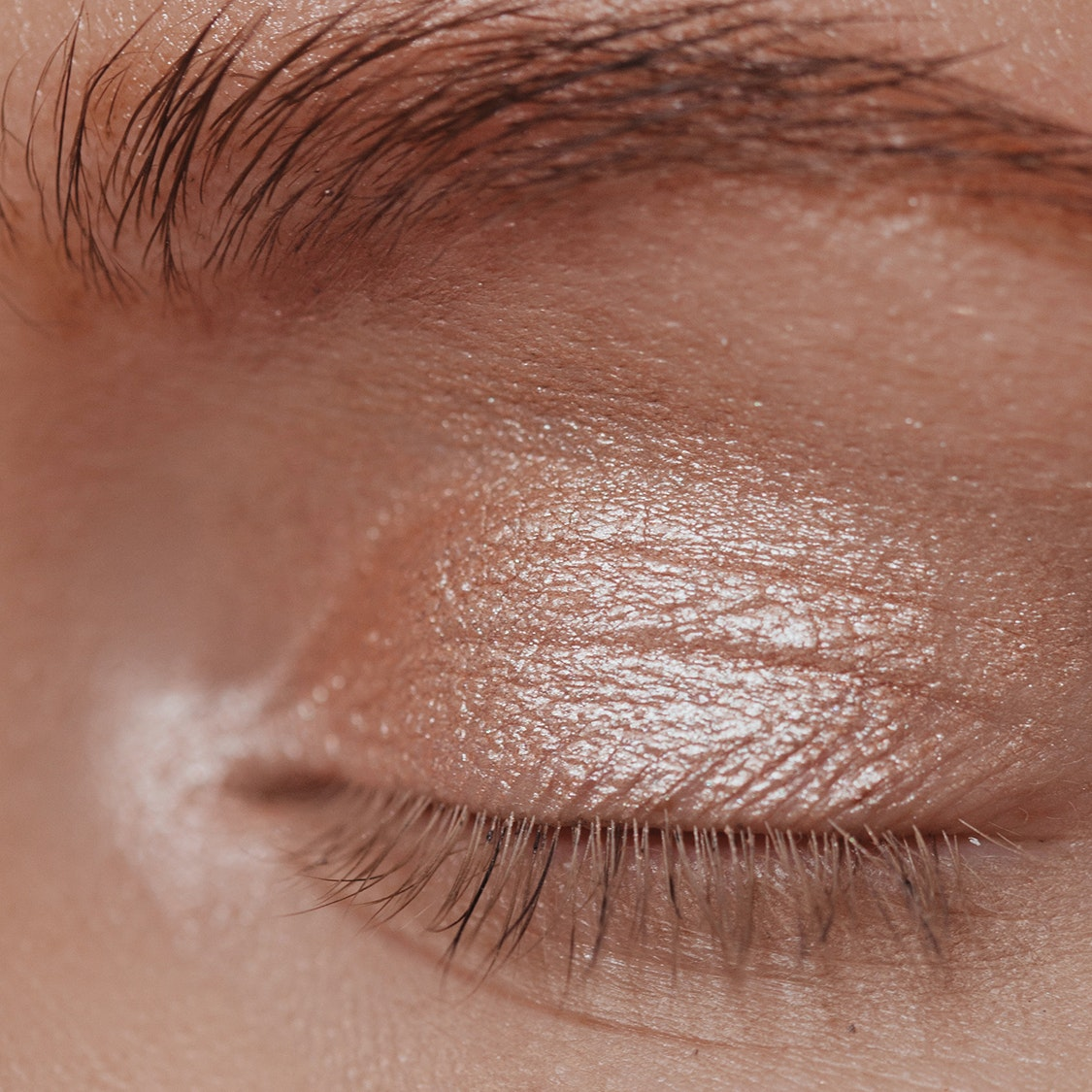 7 Expert Tricks to Avoid Creasing Eyeshadow