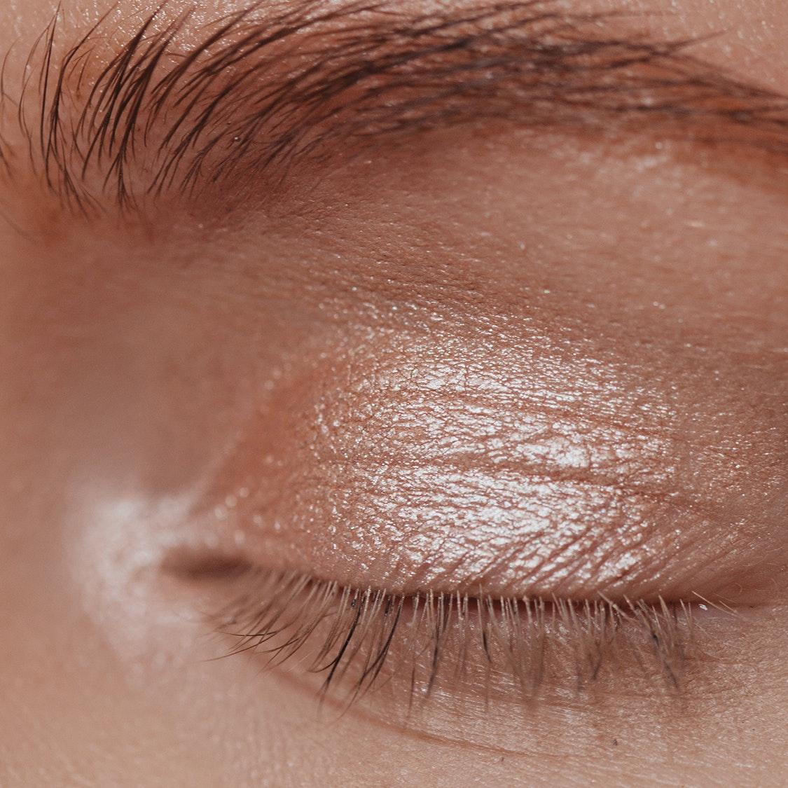 7 Expert Tricks to Avoid Creasing Eyeshadow