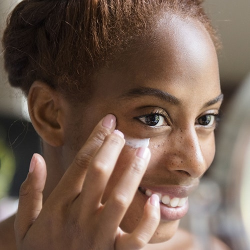 Sunglasses, Injectable Wrinkle Reducers, and 5 More Ways to Help Make Your Crow's Feet Look Better