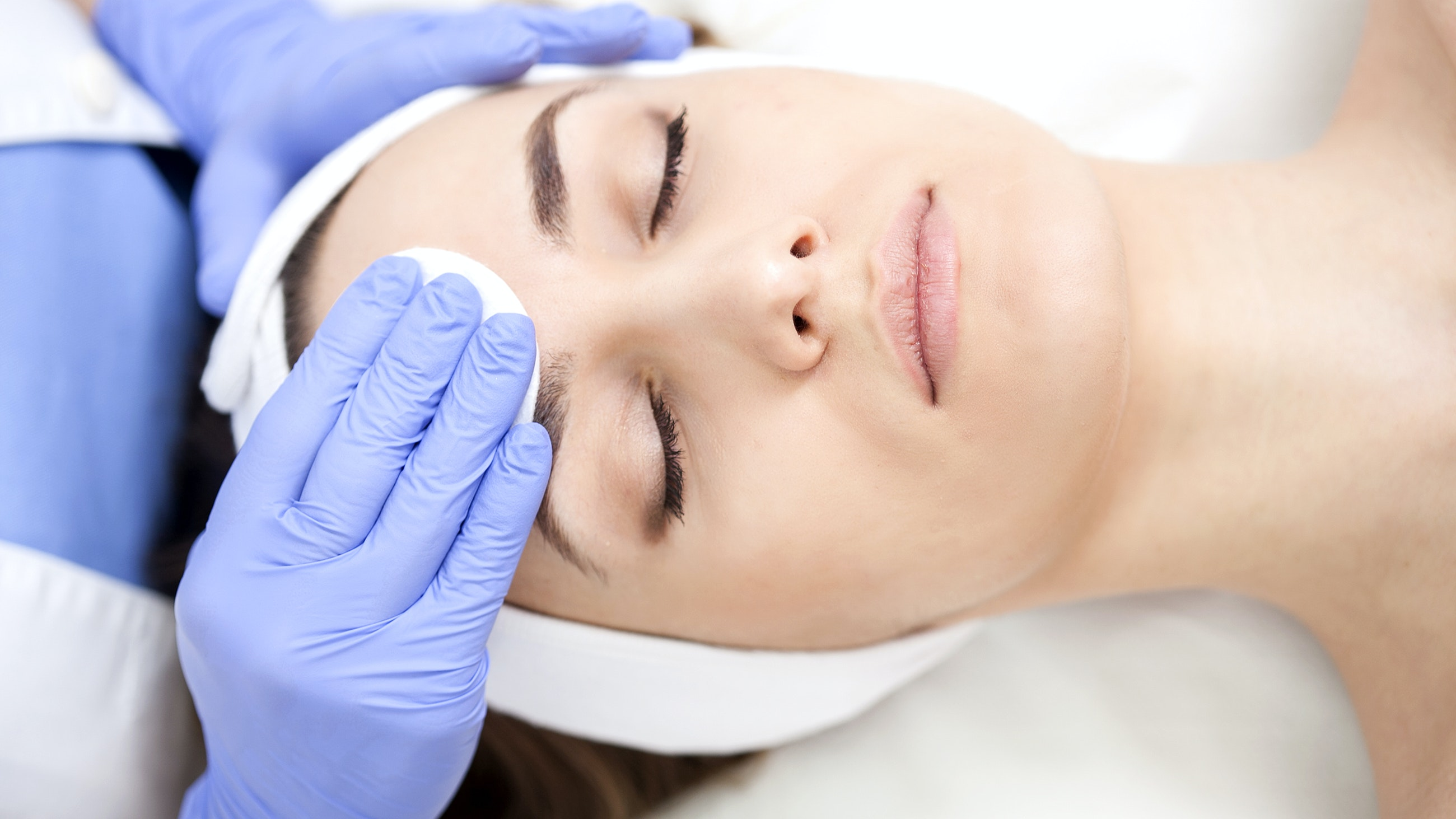 Young beautiful woman in the beauty salon on the face treatment