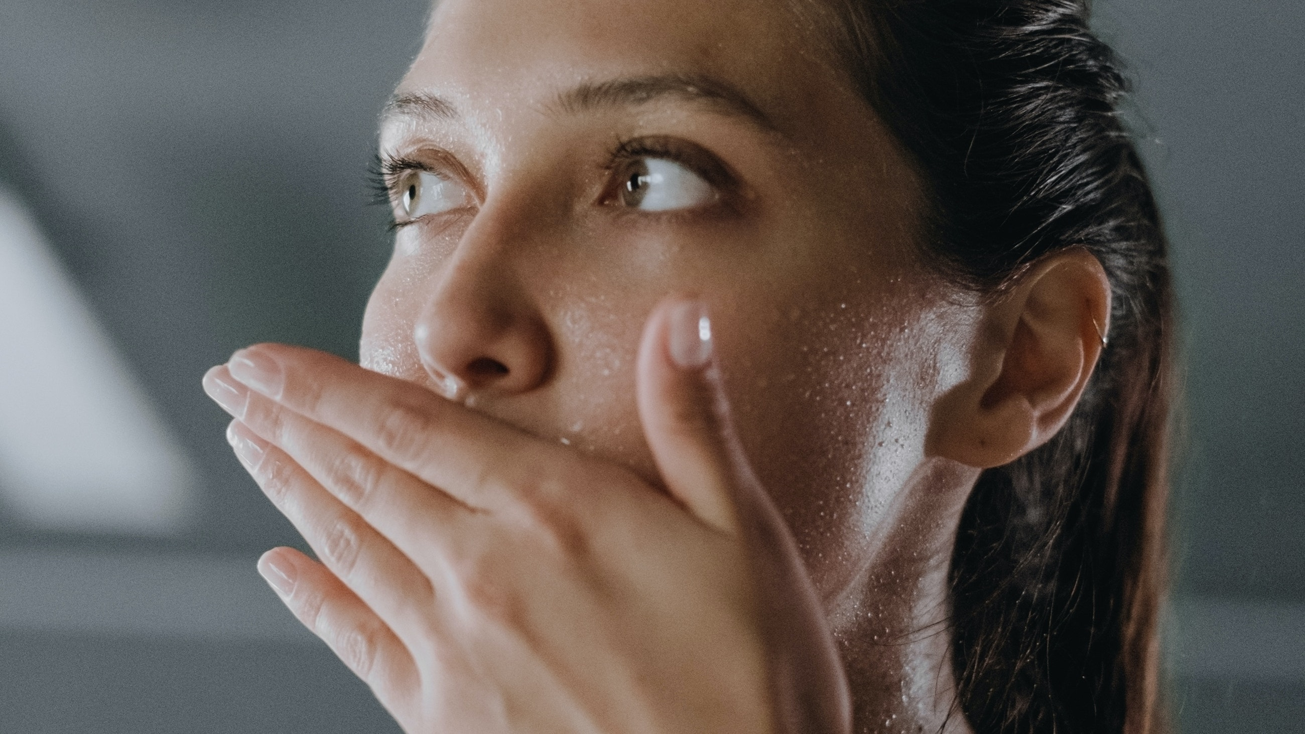 What Are the Consequences of Sweating With Makeup On? Experts Answer