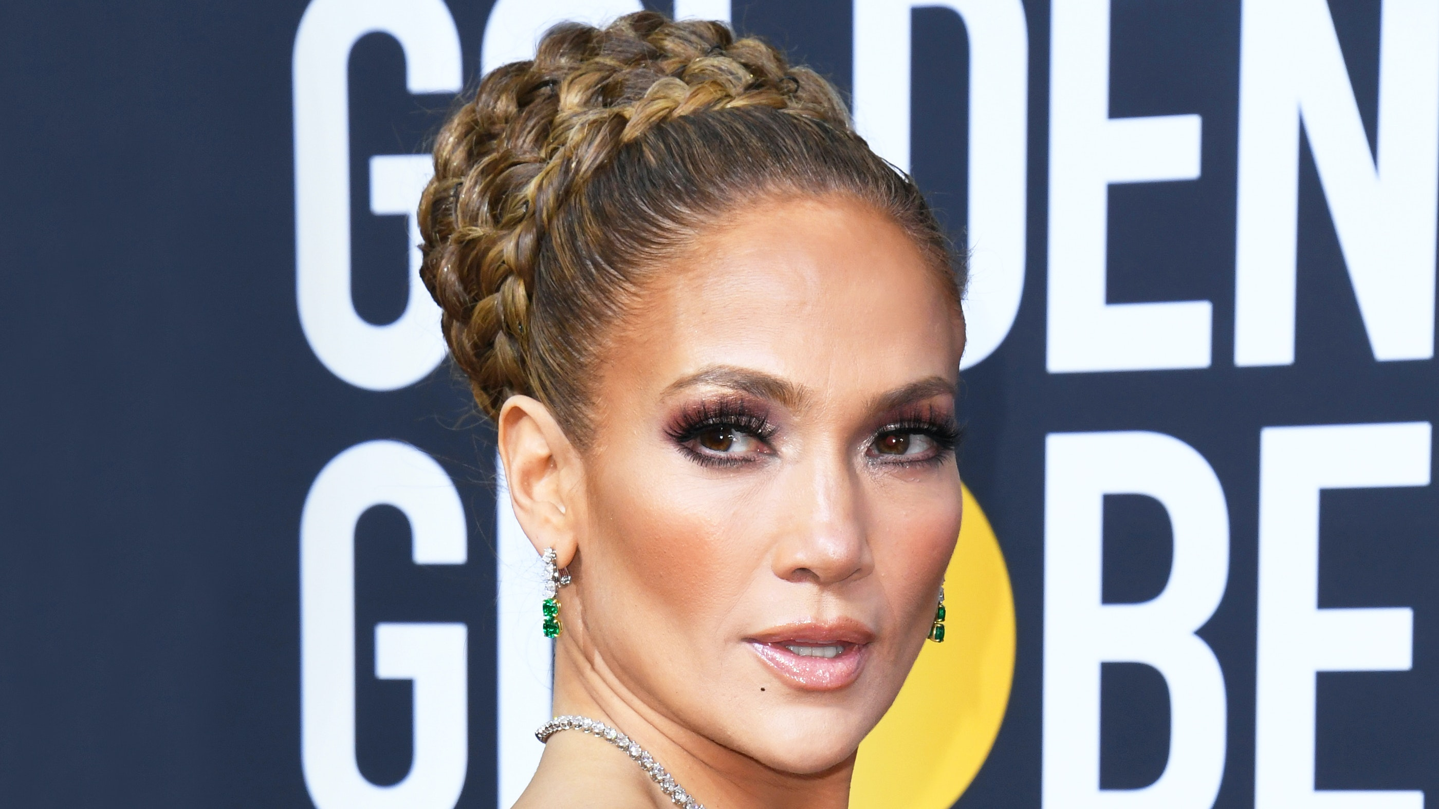 See Every Angle Of Jennifer Lopez S Regal Braided Updo At The Golden Globes