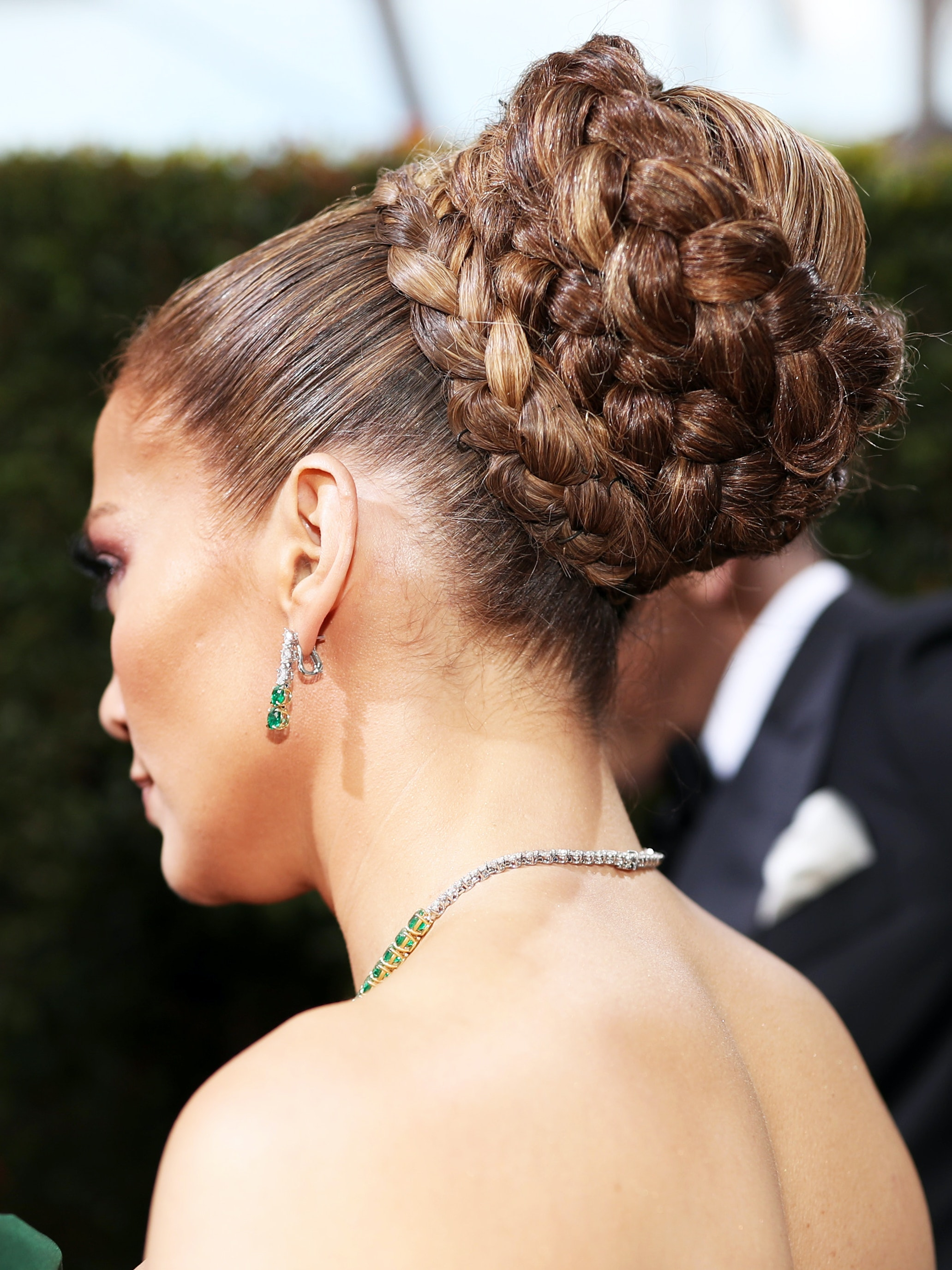 Jennifer lopez hair bun braid 2020 golden globes