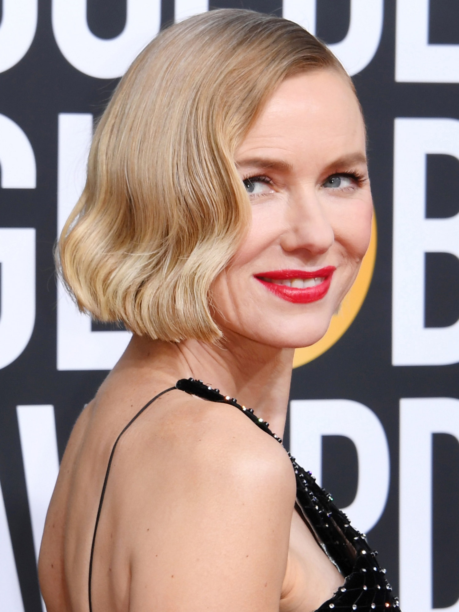 Naomi Watts Golden Globe hair and makeup