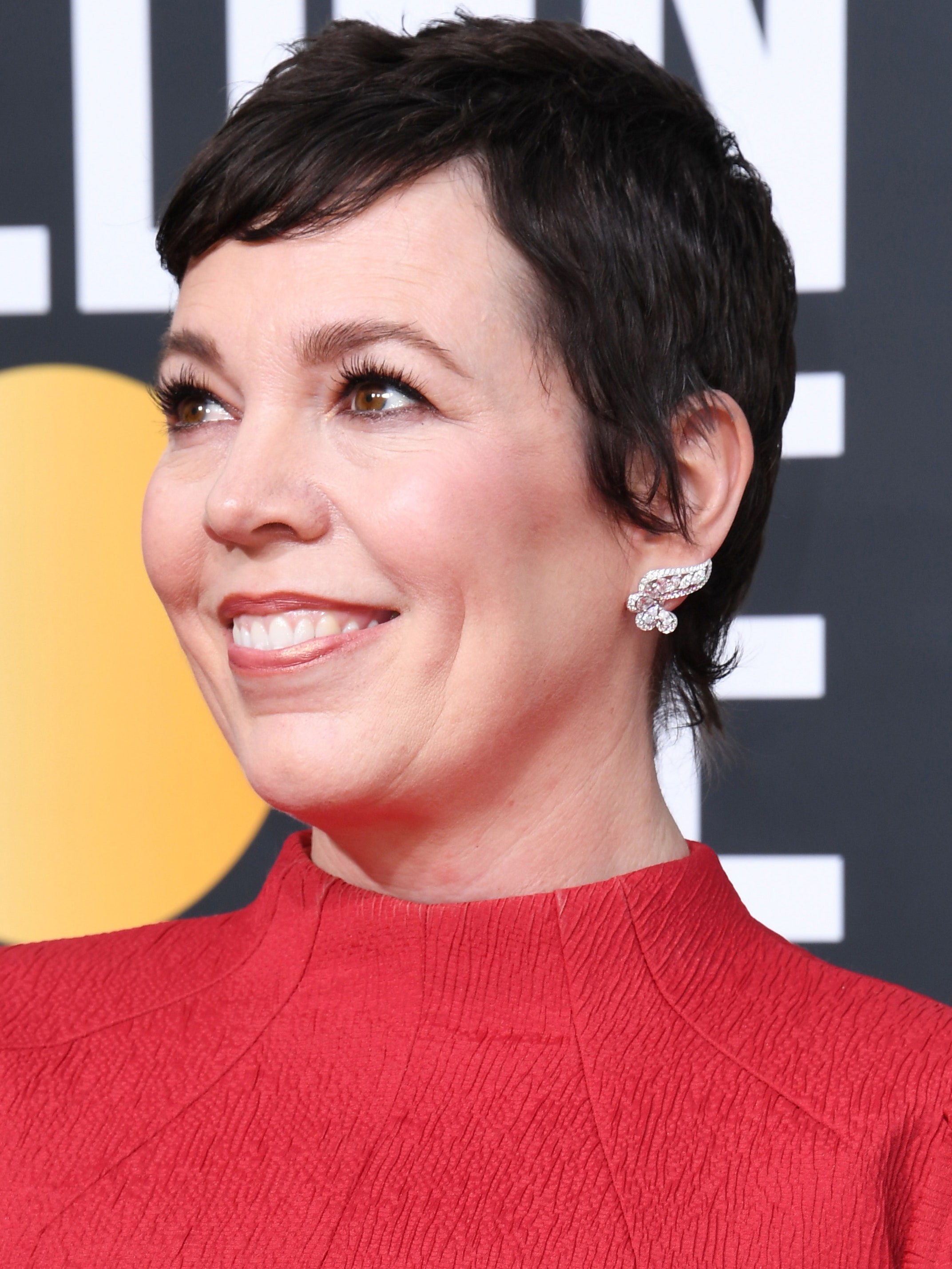 Olivia Colman Golden Globes 2020 hair and makeup look