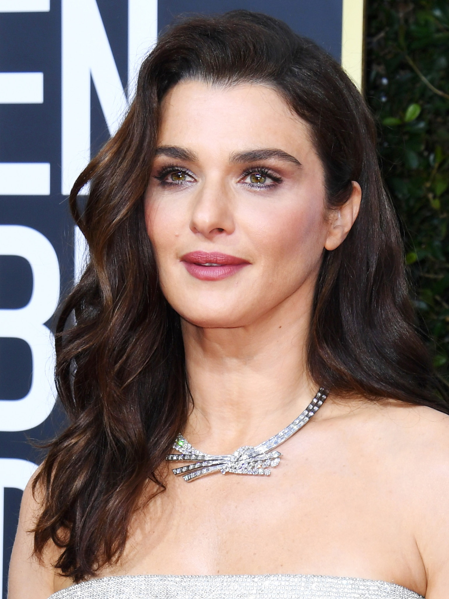 Rachel Weisz Golden Globes hair and makeup look 2020
