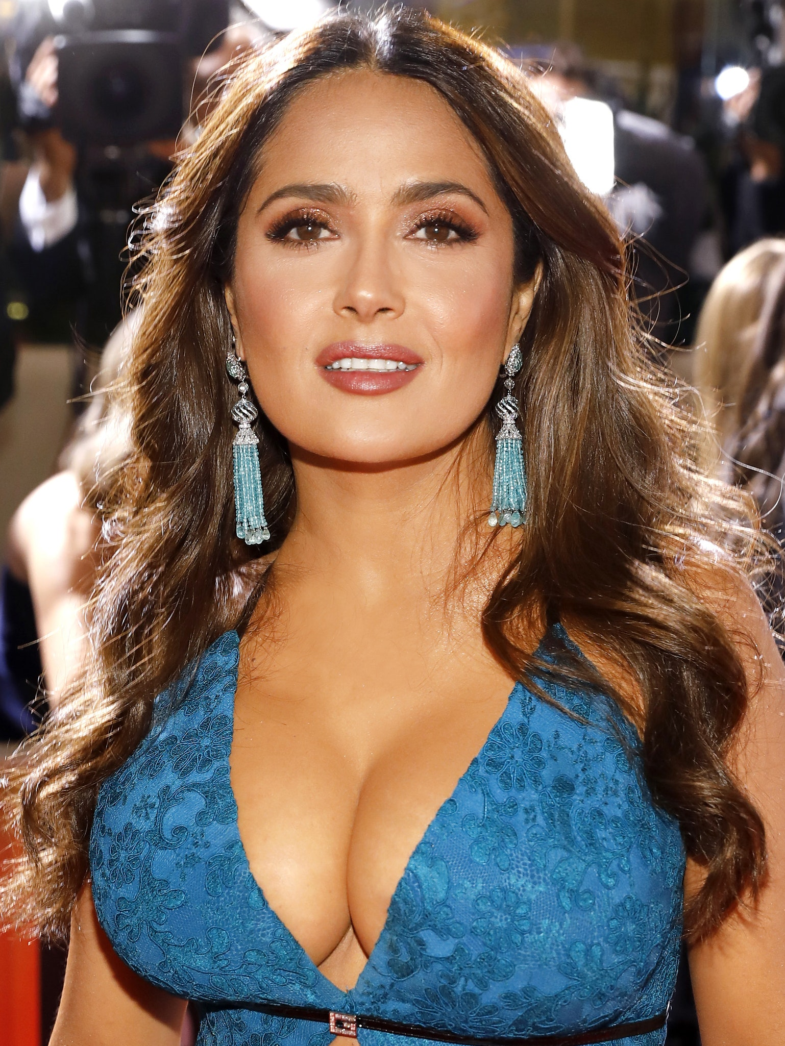 Salma Hayek golden globes hair makeup look 2020