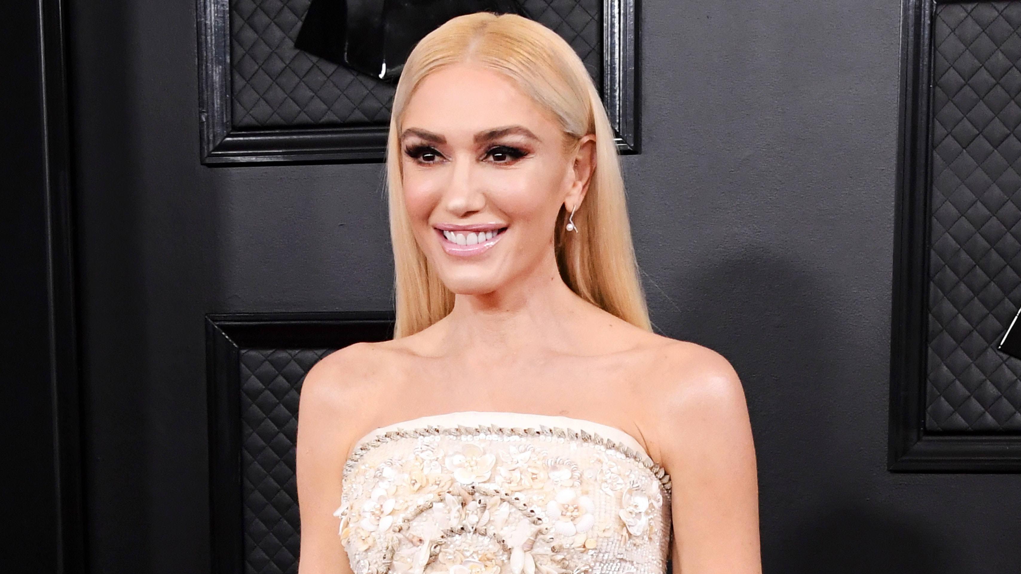Gwen Stefani's Glowing Complexion at the GRAMMYs Is Our Ultimate Skin Inspiration