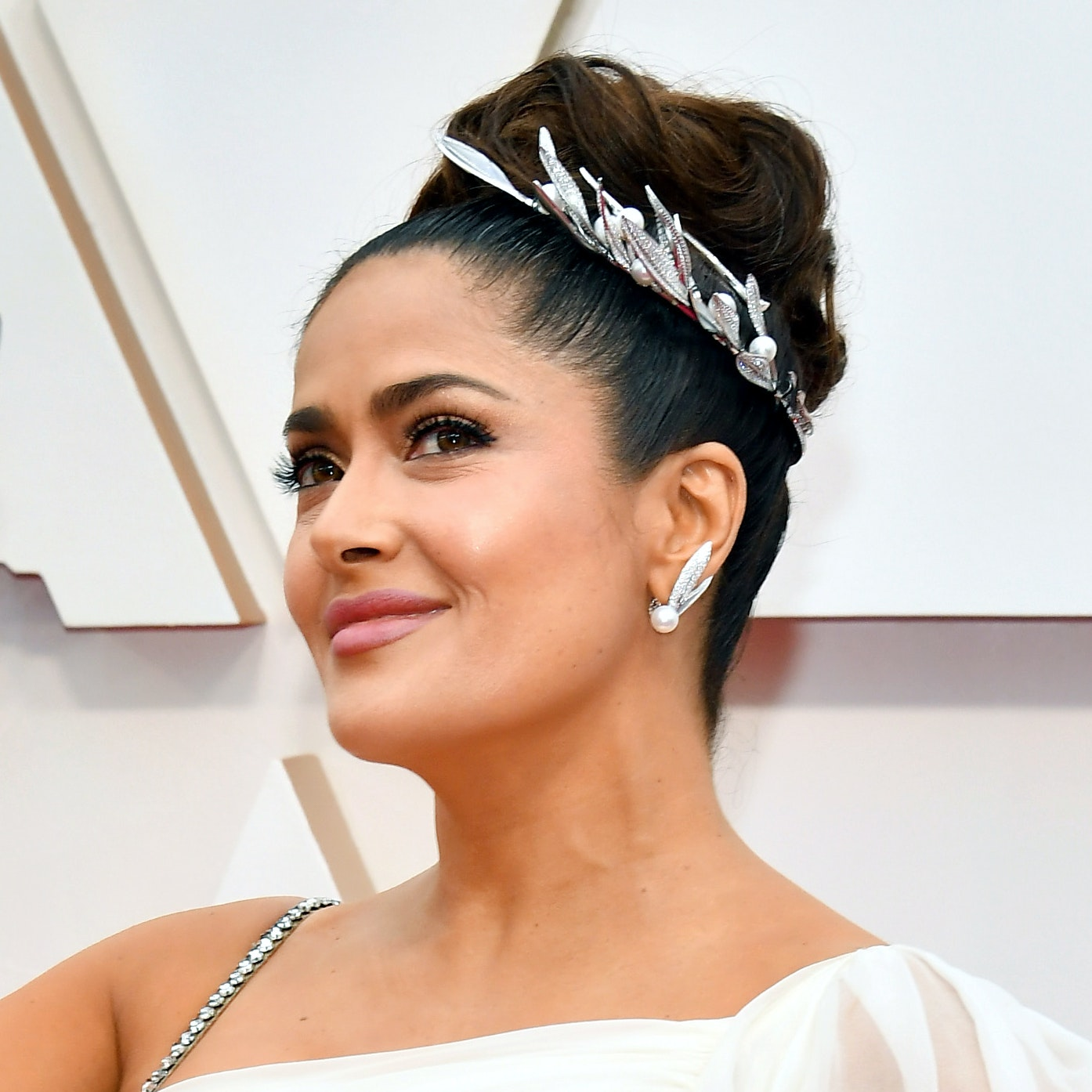 "Salma Hayek's ""Sexy With a Twist"" Oscars Look Is Our Valentine's Day Date Night Inspiration"
