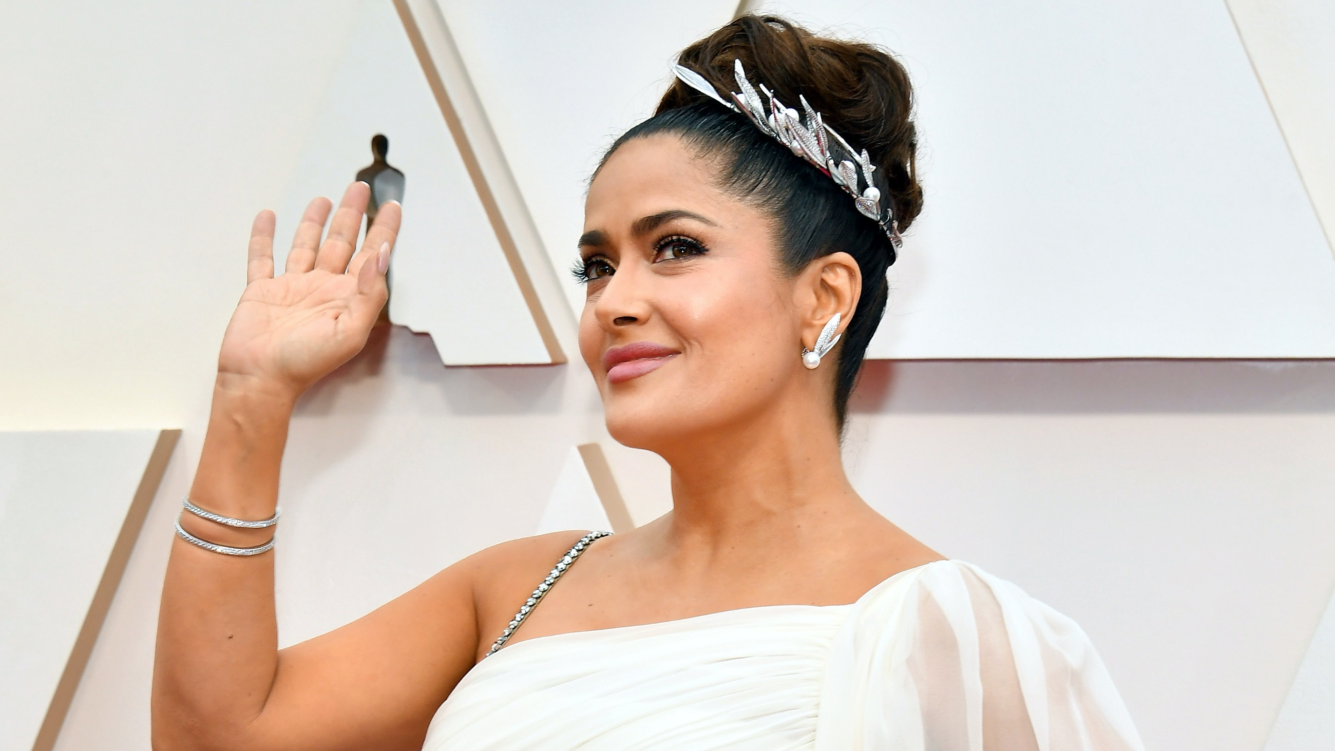 """Salma Hayek's """"Sexy With a Twist"""" Oscars Look Is Our Valentine's Day Date Night Inspiration"""