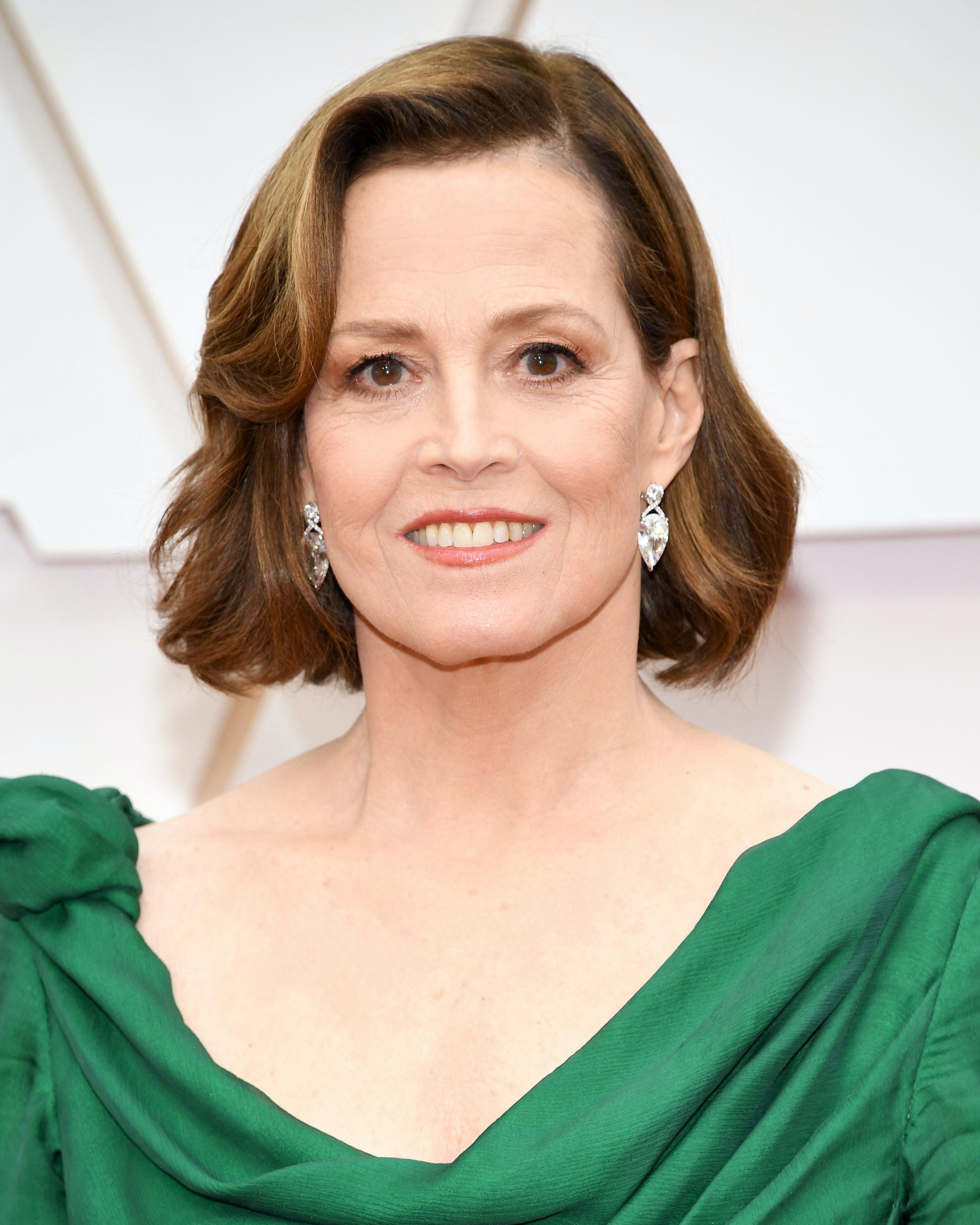 Sigourney Best looks women over 45 oscars 2020
