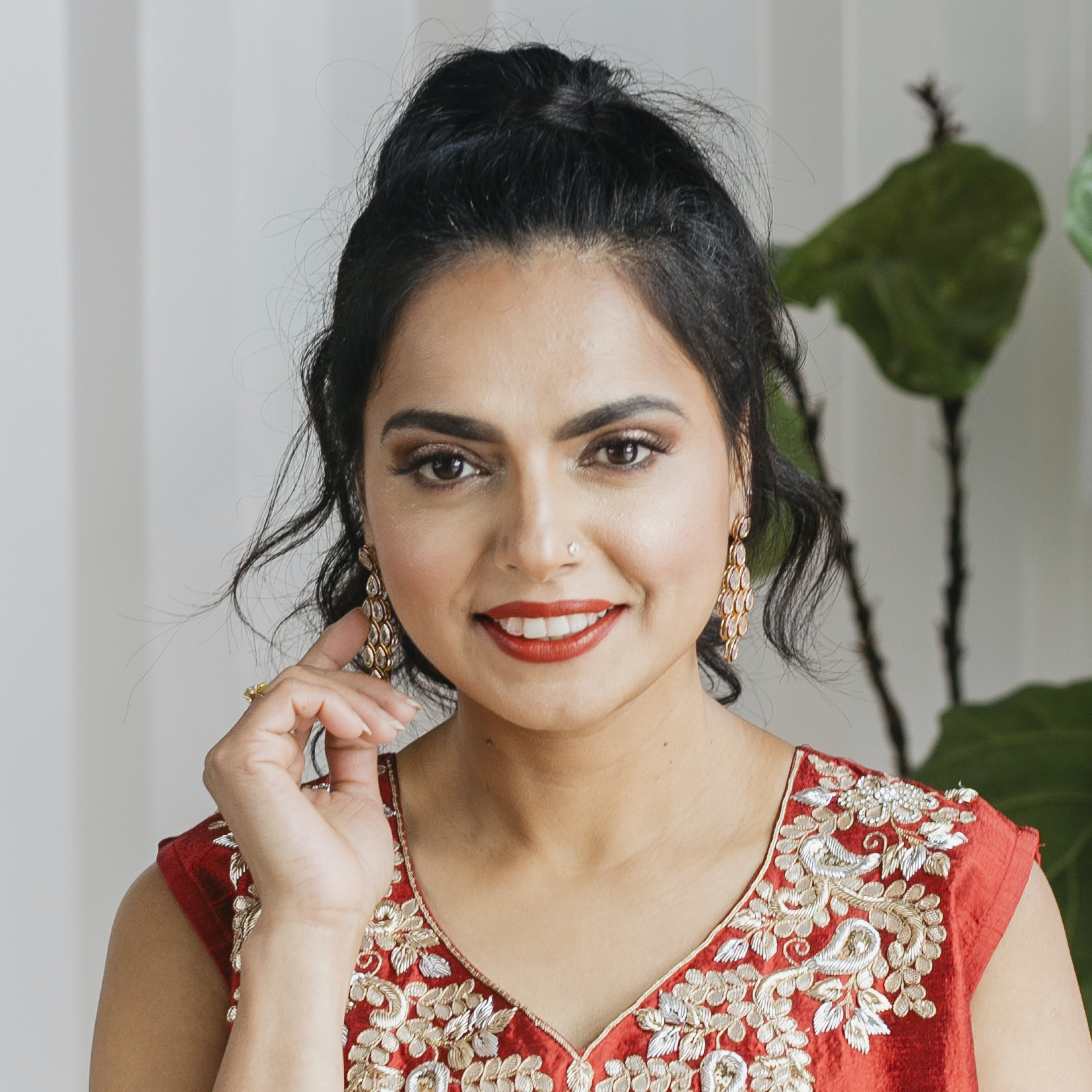 "Maneet Chauhan of ""Chopped"" Teaches Her Daughter an Important Message About Beauty"