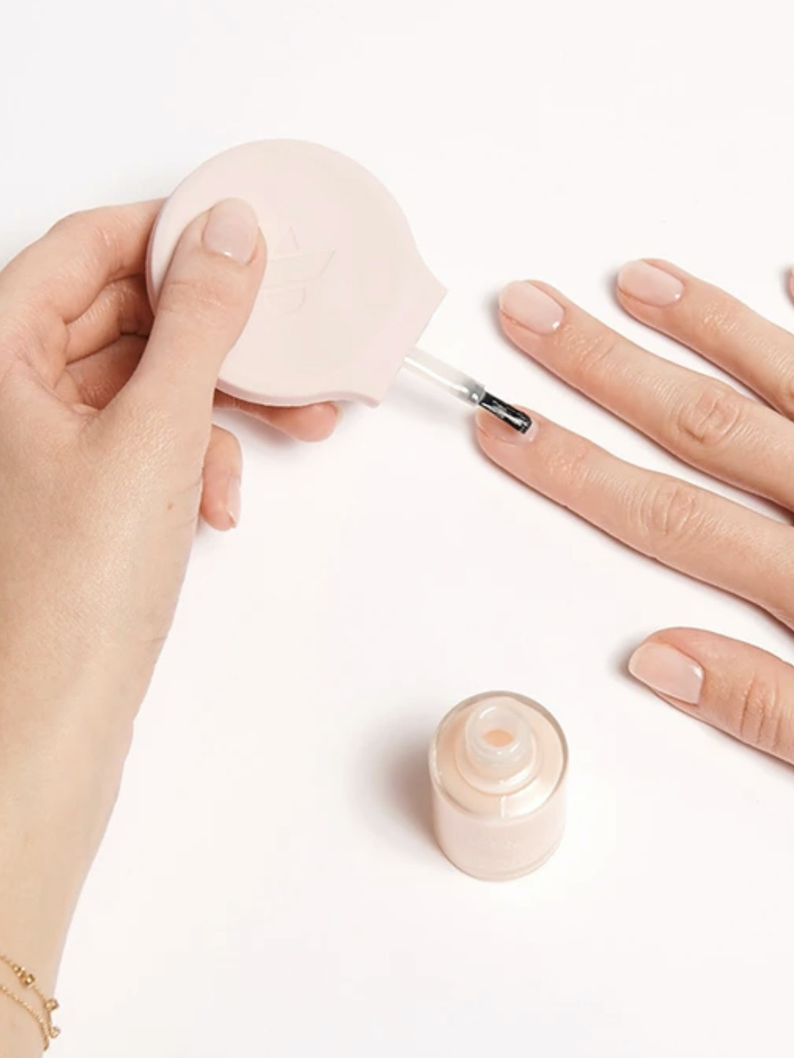gel nails at home manicure Spotlyte