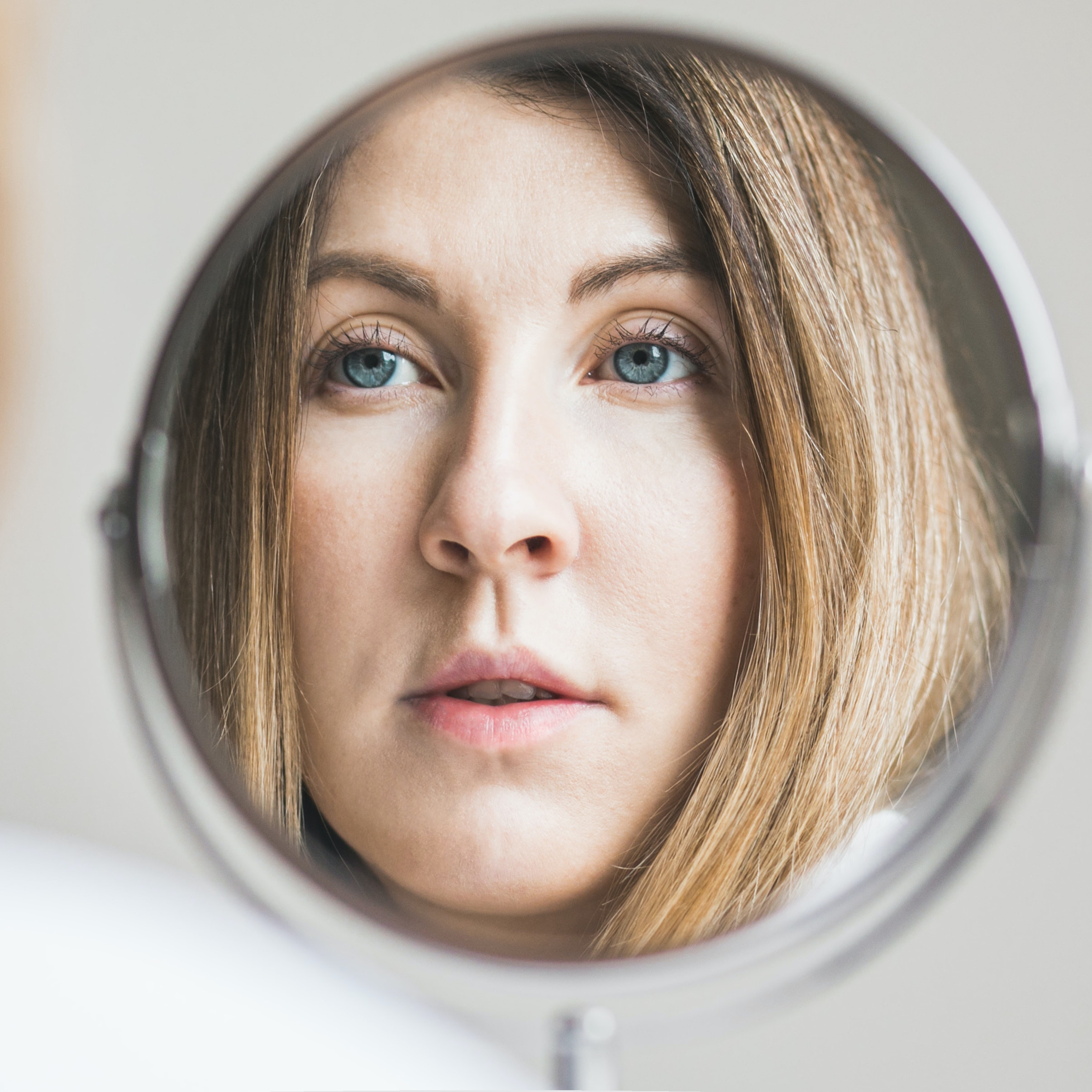 Love Magnifying Mirrors? How to Reduce Inflammation & Redness After Picking Skin On Your Face